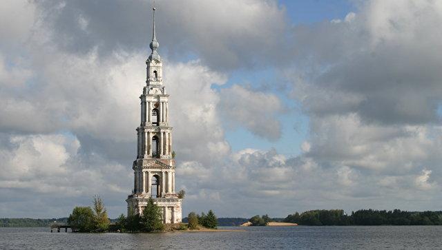 Колокольня Никольского собора в Калязине. Архивное фото.