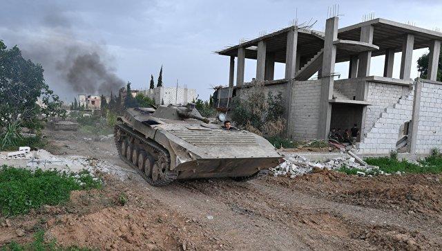 Военнослужащие на линии соприкосновения САР с группировкой Исламское государство* неподалеку от лагеря палестинских беженцев Ярмук в южном пригороде Дамаска. 1 мая 2018