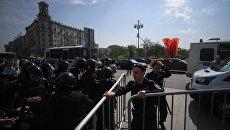 Полиция во время несанкционированной акции оппозиции на Пушкинской площади в Москве. 5 мая 2018