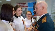 Волонтеры встречают ветеранов на вокзалах и в аэропортах  Москвы