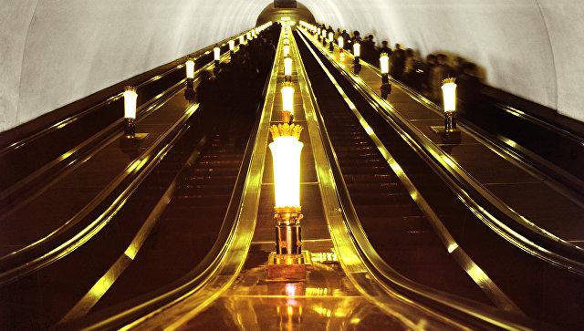 Эскалаторы на станции метро Комсомольская