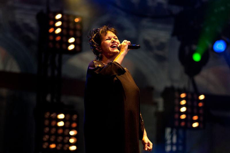 Потерявшая голос известная эстрадная певица погибла при загадочных обстоятельствах