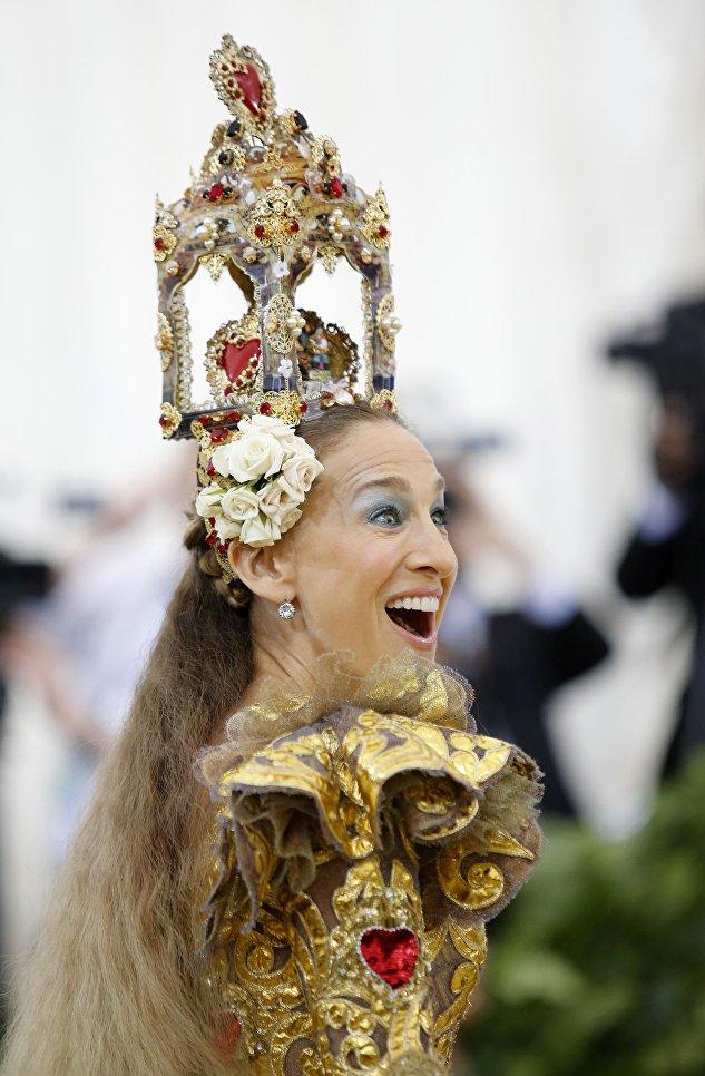 Актриса Сара Джессика Паркер на балу Института костюма Met Gala в Нью-Йорке