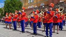Участники фестиваля детских духовых оркестров Спасская башня детям. Архивное фото