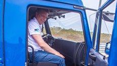Министр транспорта РФ Максим Соколов во время тестовых испытаний российских беспилотных автомобилей на автоподходах к Крымскому мосту