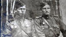 Василий Королев на фото справа