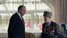 Глава КЧР вручил высшую награду республики столетнему ветерану ВОВ