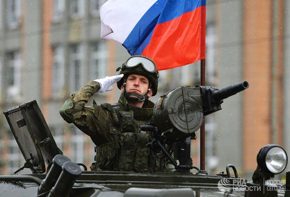 Военнослужащий на военном параде в Екатеринбурге, посвященном 73-й годовщине Победы в Великой Отечественной войн Дня Победы. 9 мая 2018