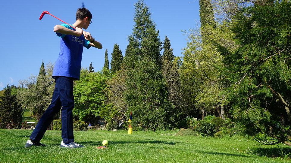 Игра в снэг-гольф в МДЦ Артек