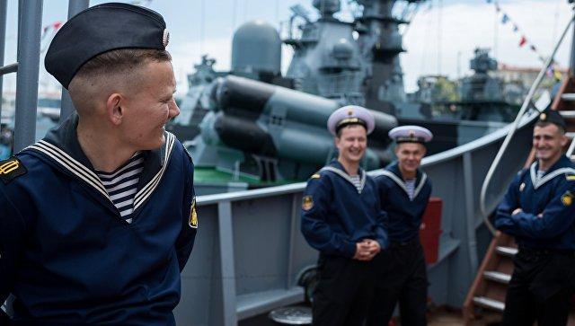 Моряки-Чернофлотцы на борту боевого корабля Черноморского флота в Севастополе. Архивное фото
