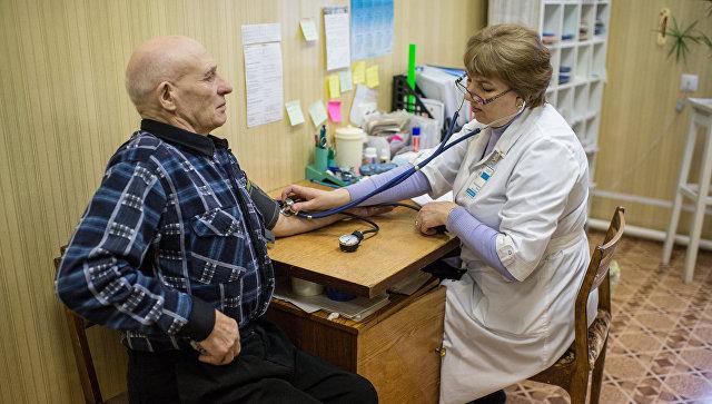 Проведение медицинского обследования. Архивное фото