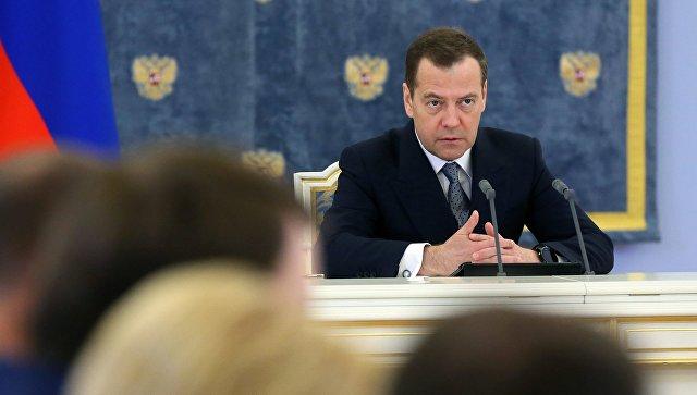 Медведев предложил передать торгпредства от Минэкономразвития в Минпромторг