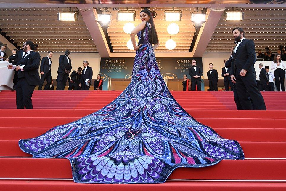 Индийская фотомодель и актриса Айшвария Рай Баччан перед премьерой фильма Girls of the Sun (Les Filles du Soleil) в рамках 71-го Каннского международного кинофестиваля