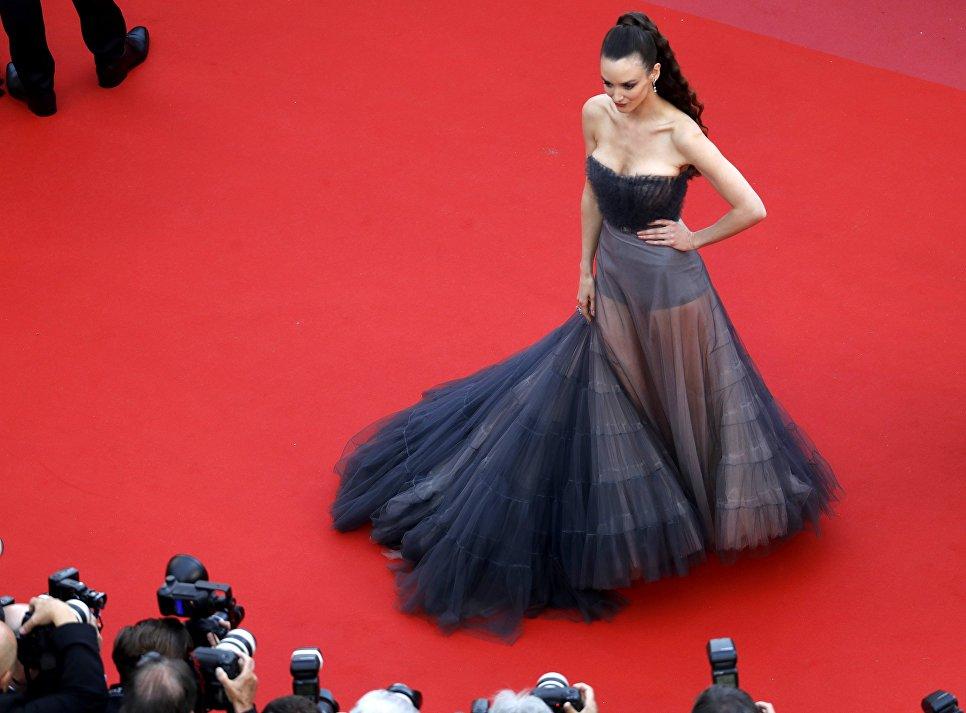 Актриса Шарлотта Ле Бон на красной дорожке в рамках 71-го Каннского международного фестиваля