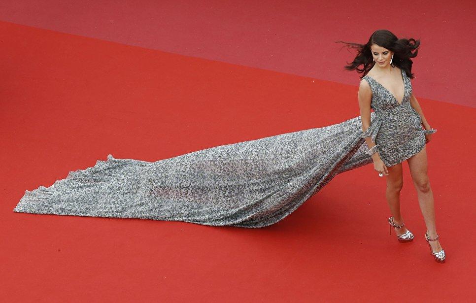 Актриса Соня Бен Аммар на красной дорожке в рамках 71-го Каннского международного фестиваля