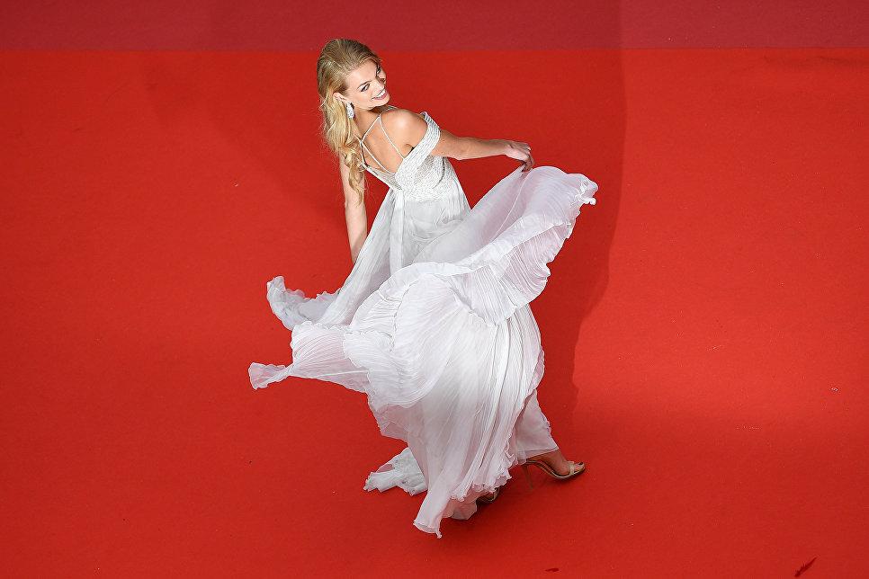 Нидерландская модель Дафна Груневельд на красной дорожке в рамках 71-го Каннского международного фестиваля