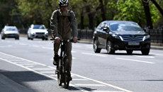 Мужчина на Бульварном кольце в Москве.