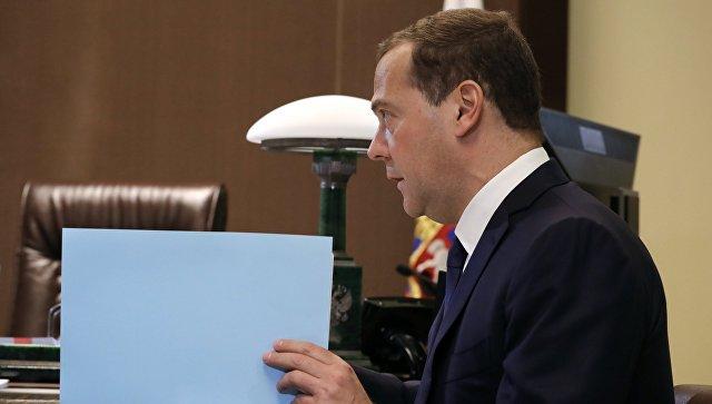 Председатель правительства РФ Дмитрий Медведев во время встречи в Сочи с президентом РФ Владимиром Путиным. 18 мая 2018