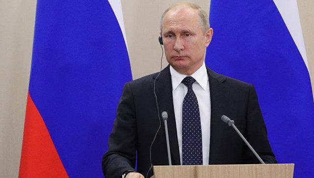 Президент РФ Владимир Путин на пресс-конференции по итогам встречи с федеральным канцлером ФРГ Ангелой Меркель в Сочи. 18 мая 2018
