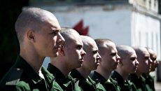Призывники готовятся к отправке из Севастопольского военного комиссариата для похождения службы в Воздушно-космических силах. Архивное фото