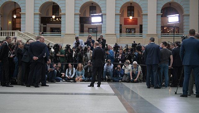 Президент РФ Владимир Путин отвечает на вопросы журналистов после ежегодной Прямой линии. Архивное фото