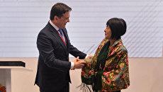 Губернатор Подмосковья Андрей Воробьев и губернатор японской префектуры Хоккайдо Харуми Такахаси во время подписания протокола о начале межрегиональных связей