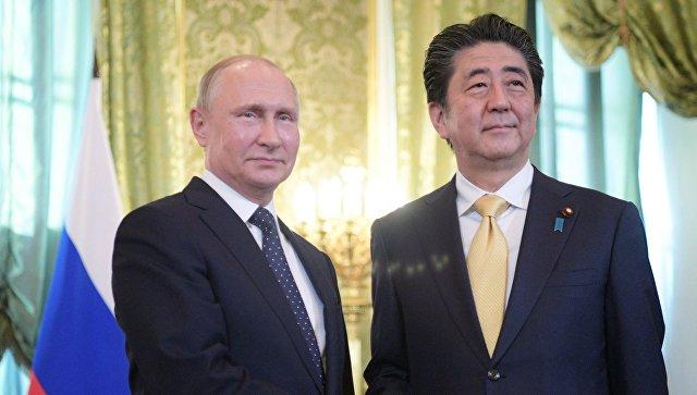 Владимир Путин и Синдзо Абэ во время встречи. 26 мая 2018