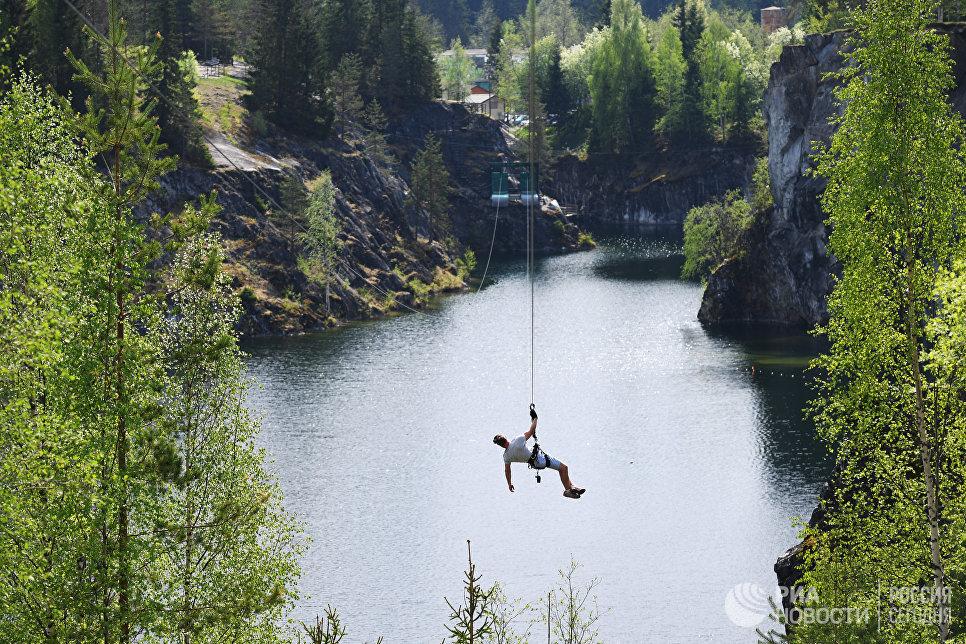 Zip-line в парке «Рускеала».