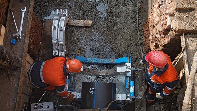Сотрудники АО Мосводоканал на реконструкции водопроводной магистрали