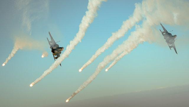 Самолеты сил коалиции F-15E во время операции Непоколебимая решимость
