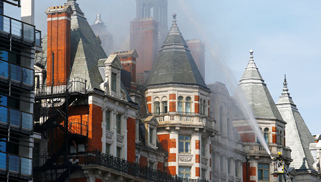 Размещено видео полыхающего отеля Mandarin Oriental вцентре Лондона