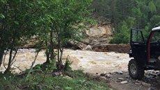 Разрушенная переправа через реку Худес в Карачаево-Черкесии