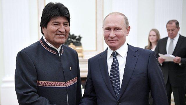 Владимир Путин и президент Боливии Эво Моралес во время встречи. 13 июня 2018