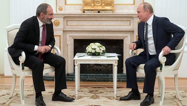 Президент РФ Владимир Путин и премьер-министр Армении Никол Пашинян во время встречи. 13 июня 2018