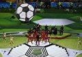 Певец Робби Уильямс выступает на церемонии открытия чемпионата мира по футболу 2018 на стадионе Лужники