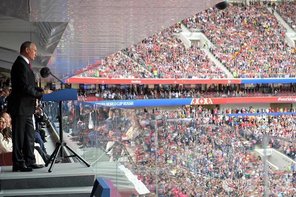 俄罗斯总统普京说在世界杯开幕式 - 在卢日尼基体育场比赛的俄罗斯和沙特阿拉伯队之间的揭幕战之前2018