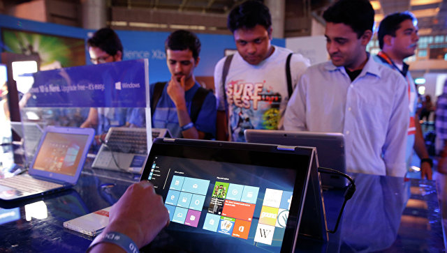 Пользователи тестируют Windows 10. Архивное фото