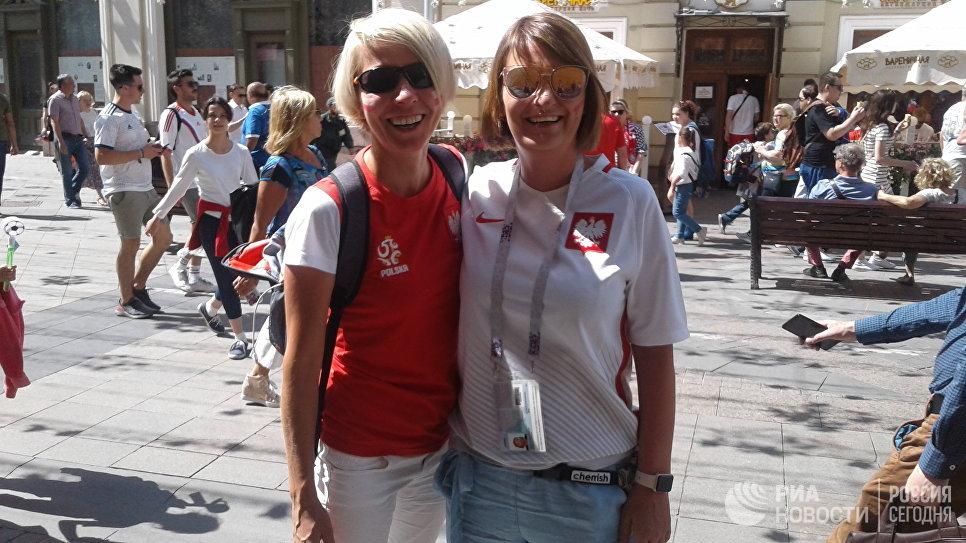 Каролина (справа) с подругой на прогулке по Москве