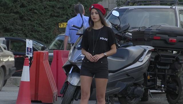 Ливанских девушек-полицейских облачили в шорты