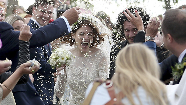 Звезды сериала Игра престолов Роуз Лесли и Кит Харингтон сыграли свадьбу
