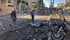 Местные жители на месте взрыва в Идлибе, Сирия. Архивное фото