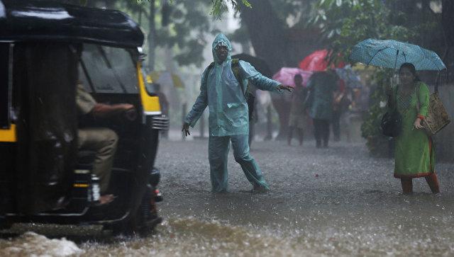 В Индии почти 70 туристов оказались в охваченных ливнями районах