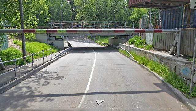 Мост на улице Складочной в Москве
