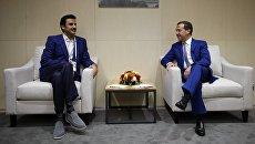 Эмир государства Катар шейх Тамим бен Хамад Аль Тани и председатель правительства РФ Дмитрий Медведев  во время встречи на стадионе Лужники. 1 июля 2018