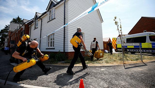 Спасатели у жилого комплекса в Эймсбери в связи с расследованием отравления людей