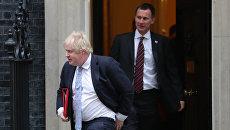 Борис Джонсон и Джереми Хант на Даунинг-стрит в Лондоне. Архивное фото
