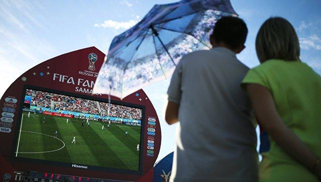Болельщики во время просмотра матча 1/4 финала чемпионата мира по футболу