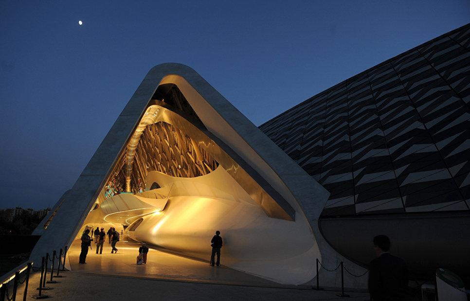 Павильон-мост Water, a scarce resource, представленный архитектором Захи Хадид в рамках международной выставки Exhibition Expo Zaragoza в Испании