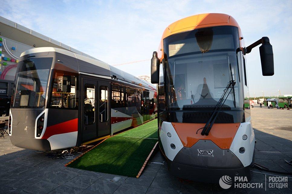 Трамвайные вагоны моделей 71-415 (справа) и 71-412, произведенные корпорацией Уралвагонзавод, на Международной промышленной выставке Иннопром - 2018 в Екатеринбург-ЭКСПО