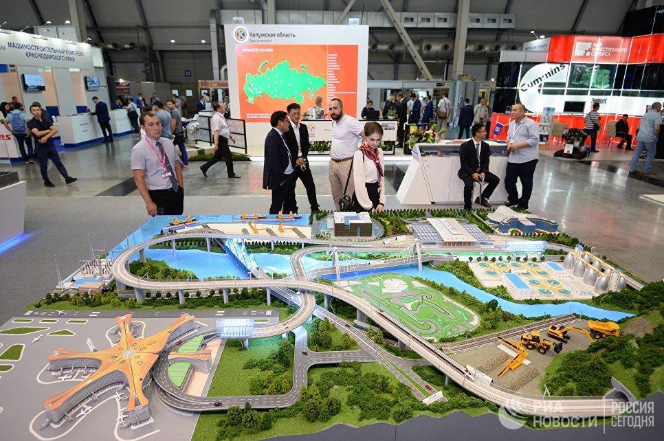 Участники на V Российско-Китайском ЭКСПО 2018 в рамках 9-й Международной промышленной выставки ИННОПРОМ-2018 в международном выставочном центре Екатеринбург-ЭКСПО